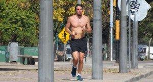 La importancia del uso de la remera al correr