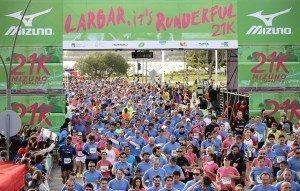 Javier Carriqueo y Laura Bazallo fuero los ganadores de ls 21K Mizuno Half Marathon en Buenos Aires