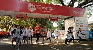 Miles de personas participaron esta mañana de la Carrera UNICEF por la Educación en Palermo