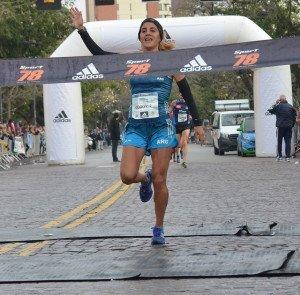 Con un toque femenino, Rosario corrió a lo grande