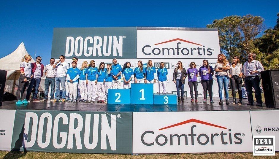 Más de 2.200 participantes junto a sus perros disfrutaron de dogrun comfortis